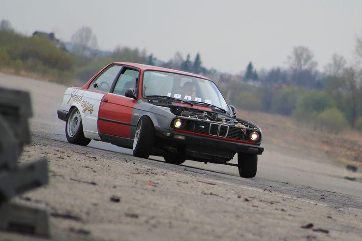 BMW E30 V8 M62B44 engine swap (video)