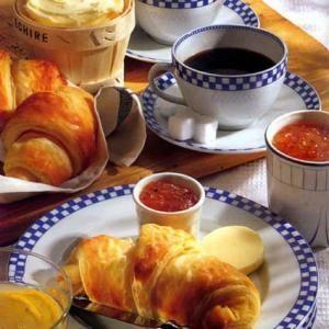 Bonjour les petites Zabeilles !!! La Ruche vous offre un petit déjeuner traditionnel français (en images bien sûr :-))