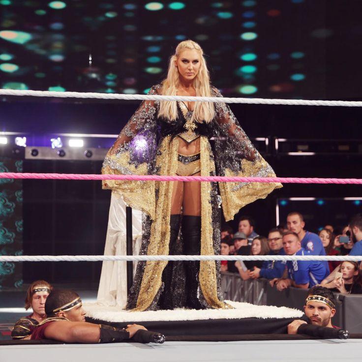Sasha Banks vs. Charlotte Flair - Raw Women's Championtitel Hell in a Cell Match: Fotos
