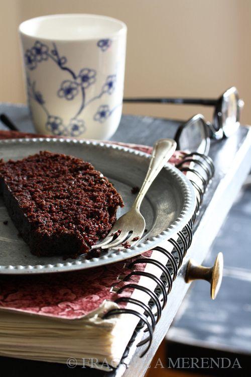 """La torta al cioccolato senza burro - """"wacky cake"""": la stravagante torta morbida nata per superare con dolcezza i tempi duri"""