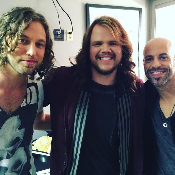 Y'all seriously gotta watch the #idolfinale tonight gonna be epic !! @americanidol @chrisdaughtry @caseyjamesofficial