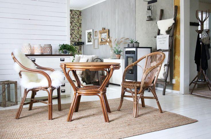 Pataya tuoli, Jovan pöytä, Bar pöytä, lampaantalja. Kaikki www.parolanrottinki.fi