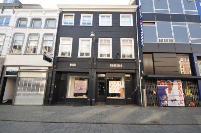 Veemarktstraat  Deze mooie kamer ligt op de eerste verdieping. Je bereikt het met een trap. Deze kamer kan alleen gehuurd worden door nn vrouwelijke huurder. Je hebt de beschikking over je eigen (slaap)kamer  Je deelt de badkamer keuken/woonkamer met nn andere vrouwelijke huurder. Huur inclusief gas water elektriciteit is euro405-  EUR 356.00  Meer informatie