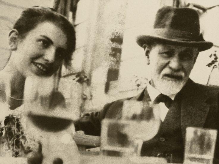 """Nietzsche y Freud, Negociación, culpa y crueldad www.observacionesfilosoficas.net/nietzscheyfreud-negociacionculpaycru... Nietzsche y Freud, Negociación, culpa y crueldad: Las pulsiones y sus destinos, """"Eros"""" y """"Thanatos"""" (agresividad y destructividad). Dr. Adolfo Vásquez Rocca ..."""