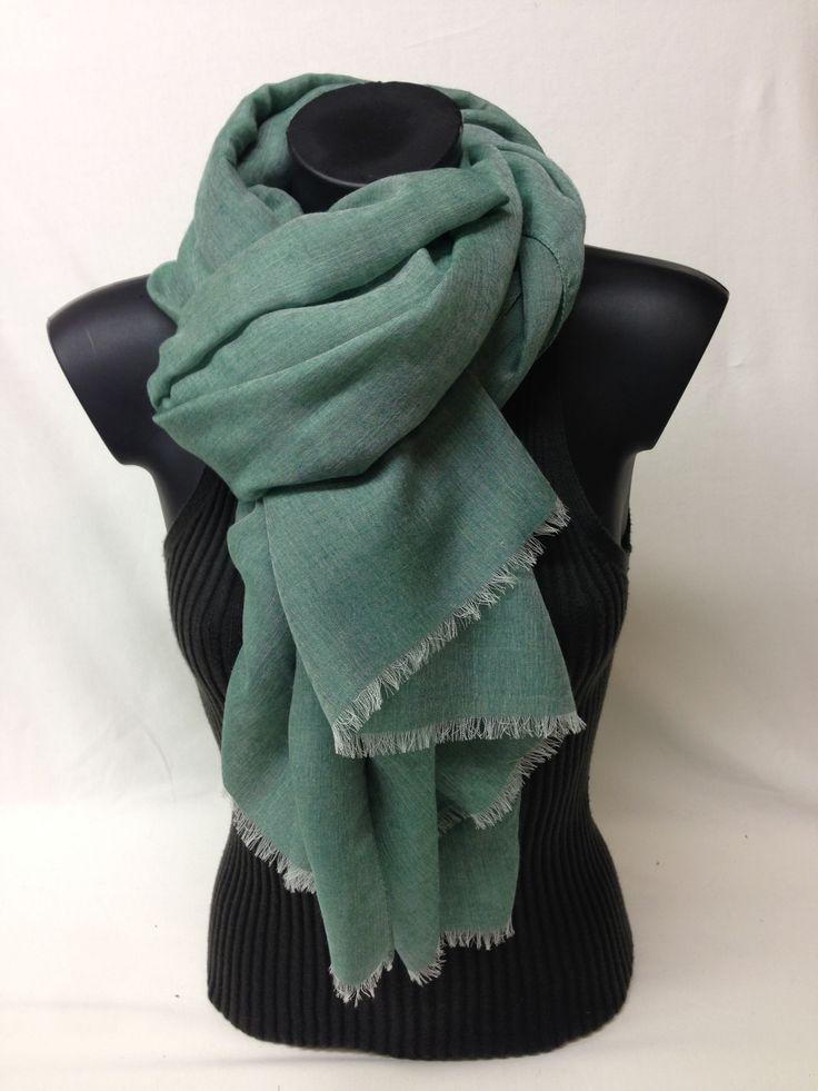Sciarpa unita in cashmere. modal e seta. Piece dyed scarf in cashmere, modal and silk. www.millenium-srl.it