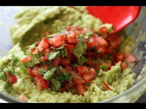 How to make Guacamole? - Vegan Super Bowl Game Appetizer Recipes - https://www.cookingnovel.com/how-to-make-guacamole-vegan-super-bowl-game-appetizer-recipes/ #cooking #recipe #food