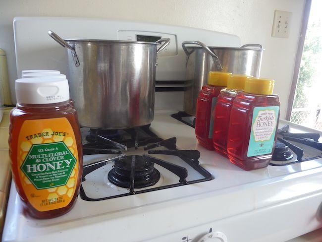 L'hydromel est une boisson alcoolisée à base de miel dont les premières traces remontent à -7000 ans. Pour tous ceux qui ont déjà fait de la bière, faire de l'hydromel sera pour vous comme des vacances! Pour la préparation il suffit de 2 ingrédients: de l'eau et du miel. Avec 250 grammes de miel par …