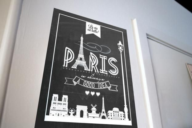 Oui, oui. Hang your coolest posters with Command(TM) Poster Strips.