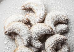 Easy, Buttery Almond Crescent Cookies: Crescent Cookies with Almonds