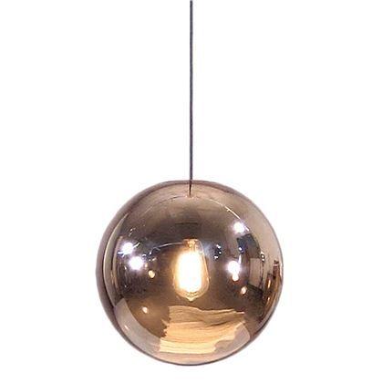 Deze HKliving Glazen Bal hanglamp voegt stijl en klasse toe aan jouw interieur. Zo is het super leuk om twee of meerdere hanglampen boven de eettafel te plaatsen voor een mooi geheel. Je kan hem zelf op hoogte afstellen met het verstelbare snoer!