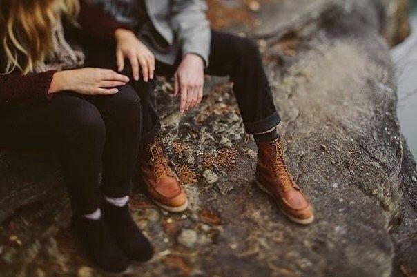 """Счастье в браке - это не то, что просто случается. Хороший брак должен быть создан. Никогда не поздно держаться за руки. Говорить """"Я люблю тебя"""" хотя бы раз в день. Не ложиться спать в ссоре. Ни при каких обстоятельствах не воспринимать действия друг друга само собой разумеющимися. Ухаживания не должны заканчиваться вместе с медовым месяцем, они должны длиться всю жизнь. Вместе идти по жизни. Сформировать круг любви, который соберет всю семью. Делать что-то друг для друга не из соображений…"""