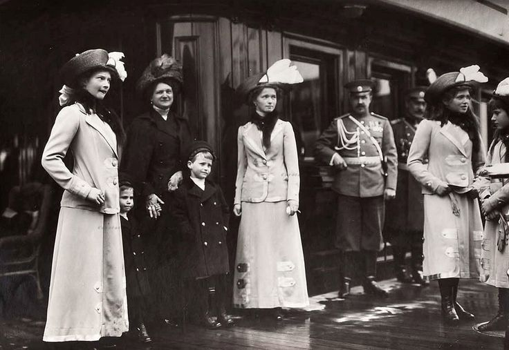 "The daughters of Tsar Nicholas II of Russia and Hessian relatives,Grand Duchess Eleonore of Hesse (Darmstadt) and little Prince Ludwig and hereditary Grand Duke Georg Donatus.Early 1910s. ""AL"""
