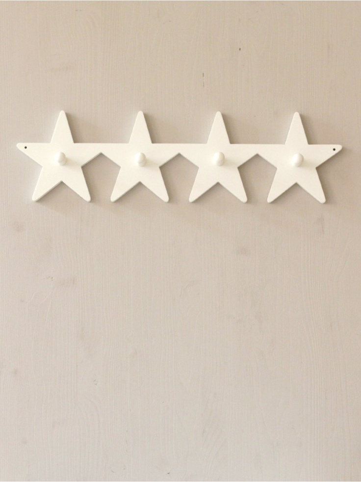 Four stars wall hanger in white, perfect for the nursery.