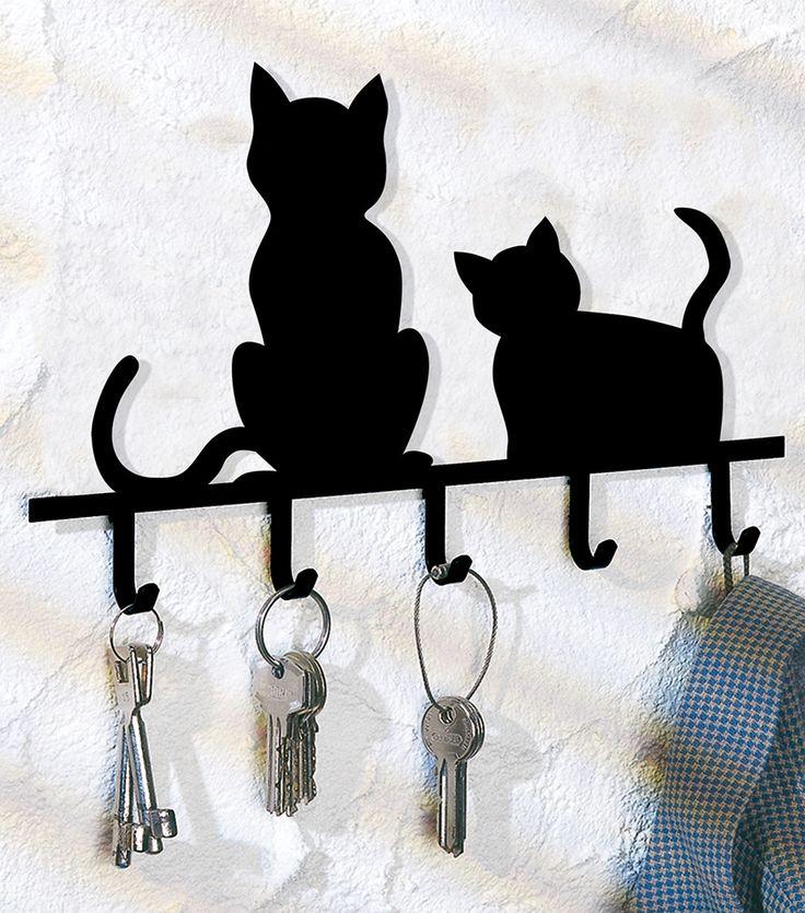 Katten sleutelrek  Description: Voortaan hebben ze een vast plekje. Decoratief en functioneel. Formaat 20 x 15 x 2 cm. Materiaal: zwart metaal. Met 5 sleutelhaken.  Price: 10.99  Meer informatie