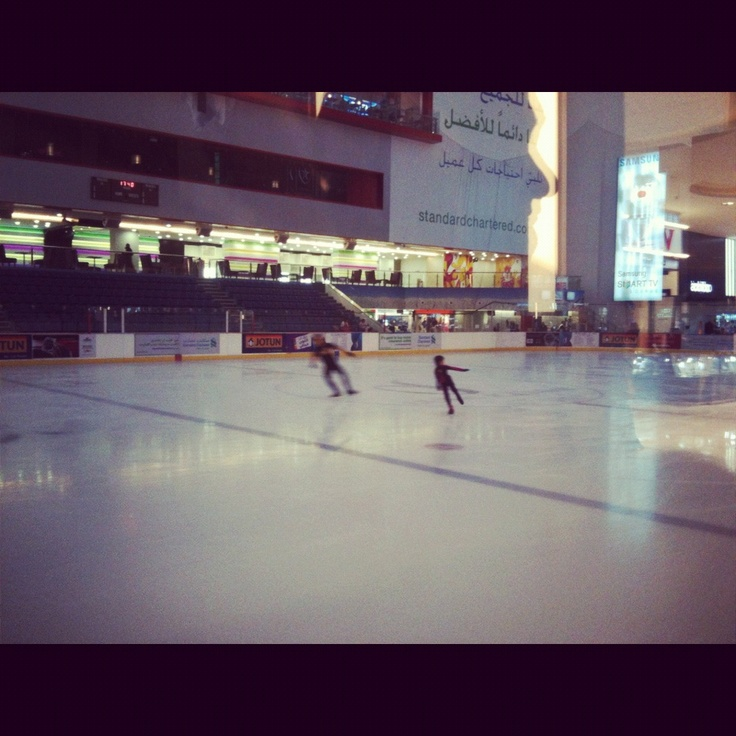 The mall of Emirates ; ice rink