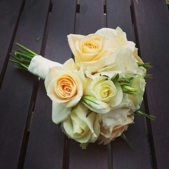Bridal bouquet with aprocot and white roses and lisiathus by amity blooms insta @Amity Blooms www.facebook.com/amityblooms
