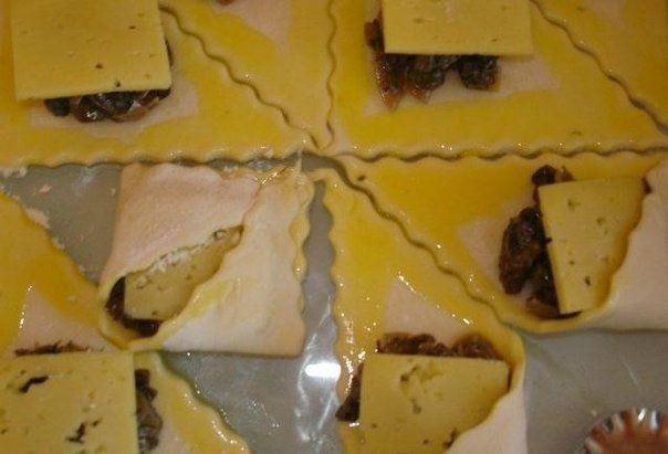 Закусочные слоеные пирожки с грибами и сыром. Рецепт с пошаговыми фото   Домохозяйка