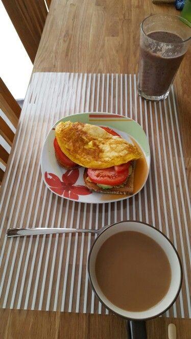 #holidaybreakfast #toastavocadotomatoegg