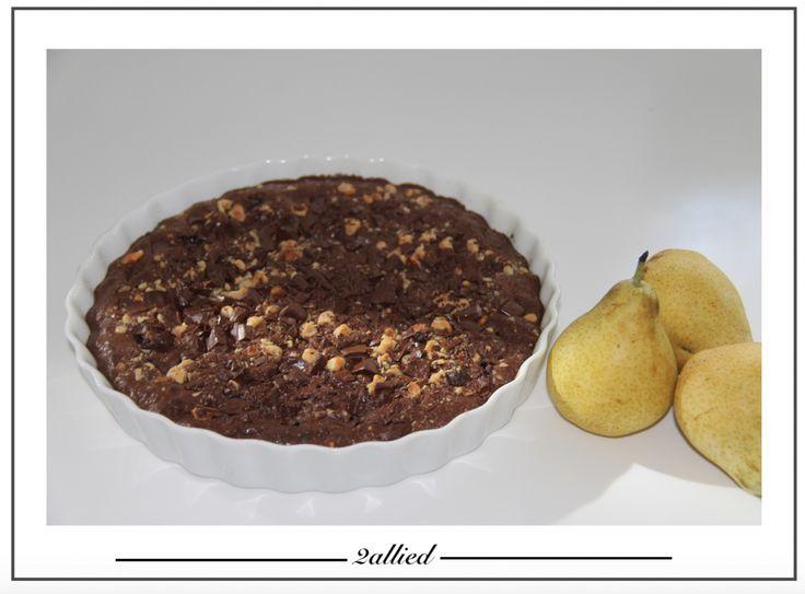 Chokoladekage med pærer og hasselnødder