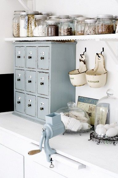 kitchen storage - utensils - blue and white cest moi moments of inspiration:  Via:finn.no