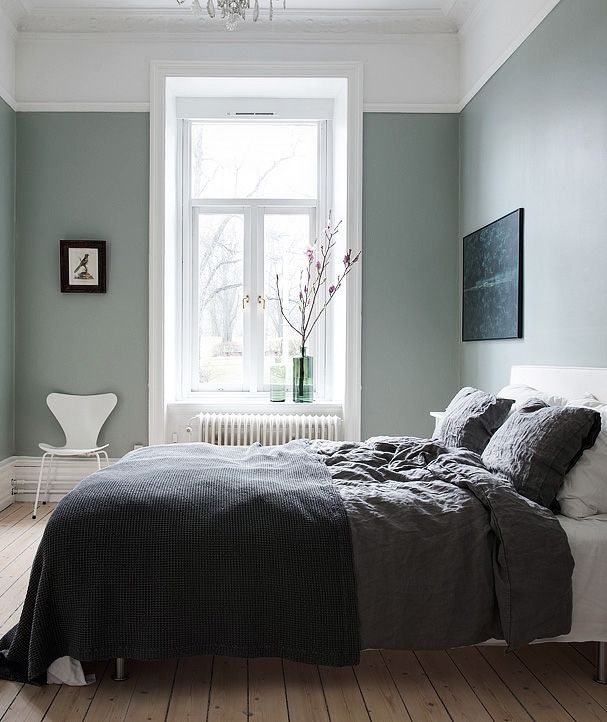 Majestic home with a green bedroom via cocolapinedesign for Bedroom color inspiration pinterest