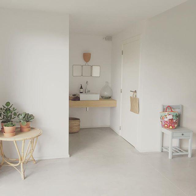 Une entrée au style épuré / White decoration for the entrance