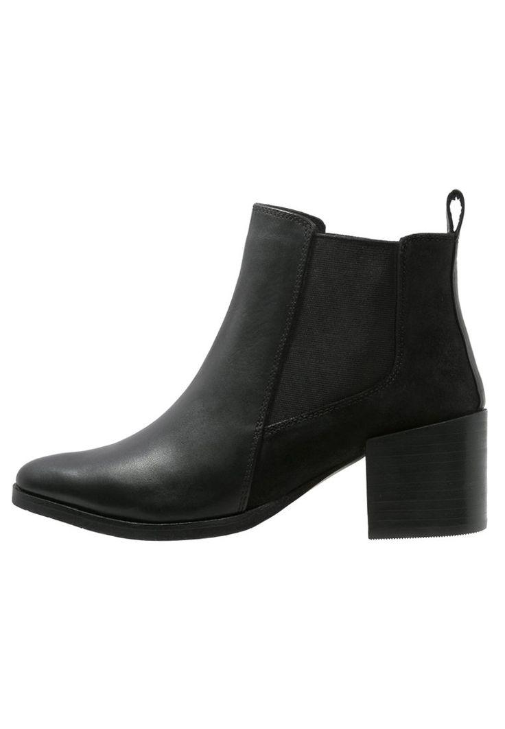 Enkellaarsjes KIOMI Korte laarzen - black Zwart: 79,95 € Bij Zalando (op 16/12/15). Gratis verzending & retournering, geen minimum bestelwaarde en 100 dagen retourrecht!