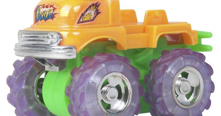 Cómo convertir un Power Wheels de 6 voltios a uno de 12 voltios. Los Power Wheels son pequeños vehículos motorizados construidos para que los niños puedan montarlos y conducirlos. Estos vehículos se venden en las tiendas como una unidad de 6 voltios. Está alimentado por una batería de 6 voltios normalmente la cual se encuentra ya sea en el frente o un compartimento de almacenamiento trasero. Los motores ...