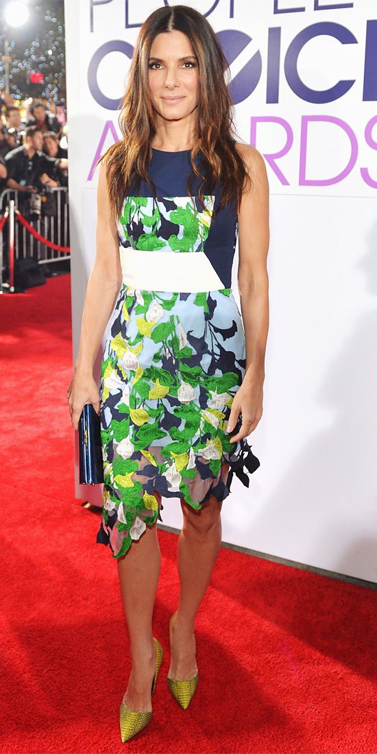 It's so nice to see Sandra Bullock wearing more colorful ensembles! Sandra Bullock in Peter Pilotto dress with navy Jimmy Choo clutch and chartreuse Kurt Geiger heels.