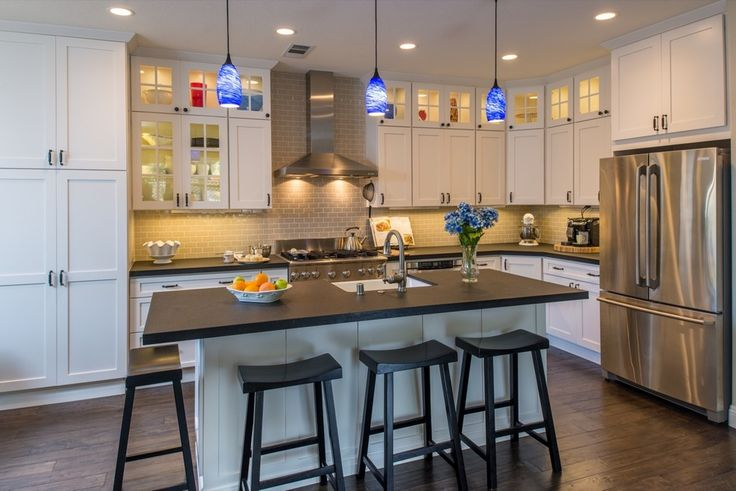 Cottage Kitchen with Hardwood floors, Farmhouse sink, Subway Tile, Breakfast bar, L-shaped, Pendant light, Kitchen island