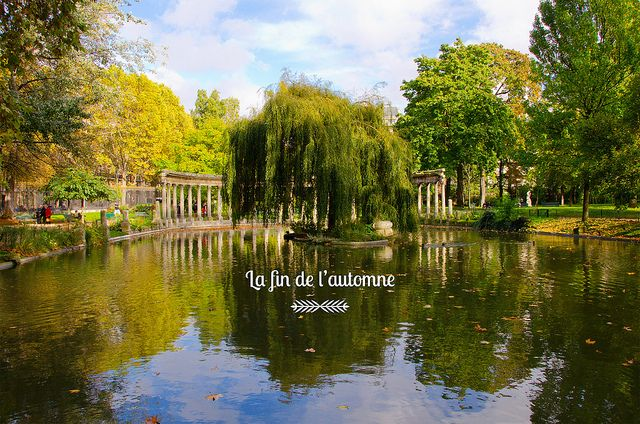 Profiter de l'automne à Paris dans les jardins et parcs : le parc Monceau, les Buttes Chaumont, le Square Edouard Vaillant, la Place des Vosges...