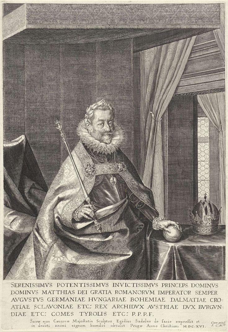 Aegidius Sadeler | Portret van keizer Matthias, Aegidius Sadeler, Matthias van Oostenrijk (Rooms-Duits keizer), 1616 | Matthias van Oostenrijk, keizer van het Heilig Roomse Rijk. Hij houdt in zijn linkerhand de rijksappel vast. In zijn rechterhand de keizerlijke scepter. Op een tafel naast hem de keizerlijke kroon.