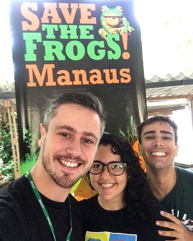 #Repost @luca.frazao ・・・ Equipe organizadora do #savethefrogsday Manaus! Foi muito bacana! Todo mundo interessado nos sapinhos! Educar para que possamos conservar as espécies, afinal os #anfíbios são os animais vertebrados mais ameaçados de extinção.  www.savethefrogs.com/day www.savethefrogs.com/brazil  #savethefrogs #herpetologia #herpetology #manaus #ufam #frogs #savethefrogs #savethefrogsday #stfday #rã #rana #perereca #sapos #anfibios #amphibians #awareness #ong #ngo #takeaction…