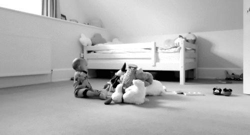 Çocuğa küçük şeylerden zevk almasını öğreten, ona büyük bir servet bırakmış olur.  Kaynak:Çocuk Sözleri, Çocuklarla