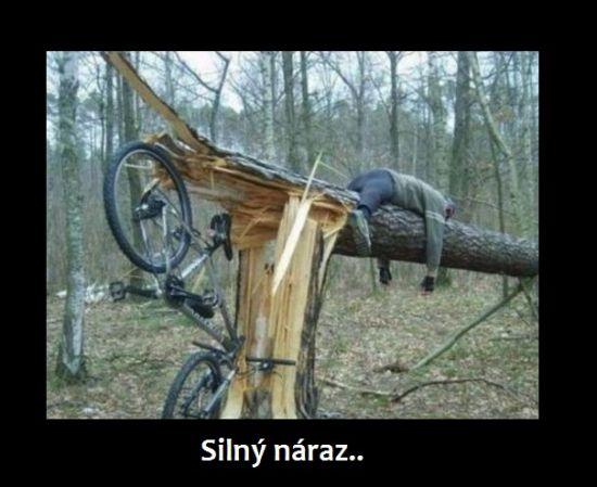 Silný náraz.. | torpeda.cz - vtipné obrázky, vtipy a videa