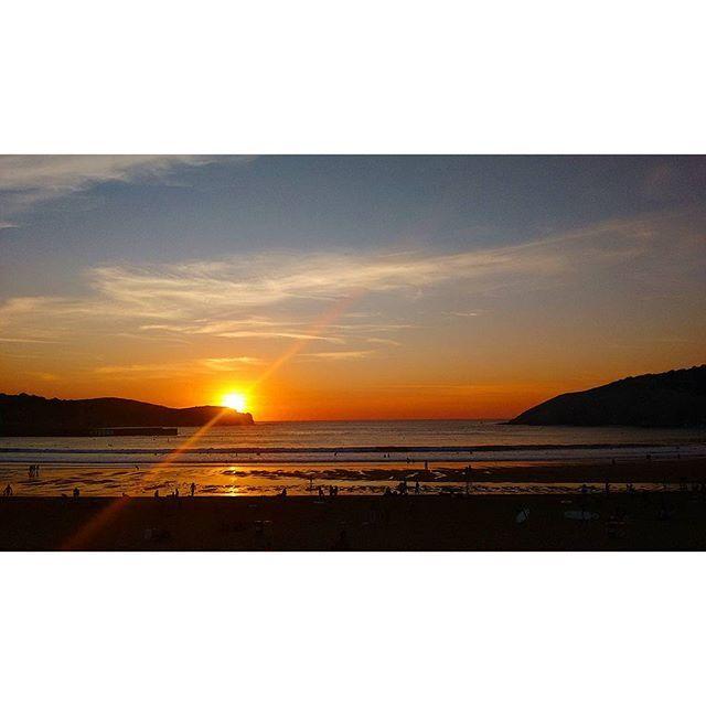 #atardecer de #agosto #playa de #gorliz #uribekosta #bizkaia #euskadi…