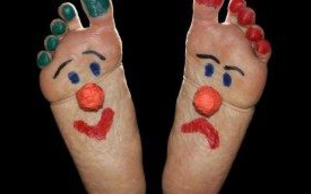 Rimedi naturali per i tuoi piedi maleodoranti Un problema oramai comune a tutti che provoca un fastidio personale e a contatto con le persone piedi corpo odore pediluvio benefici