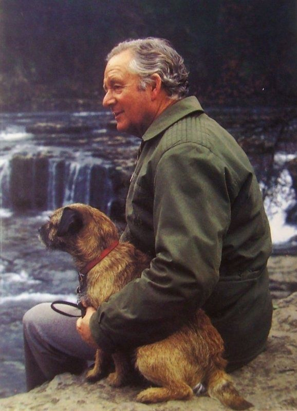 James Alfred Wight, pen name James Herriot. Loved, loved, loved reading his books.