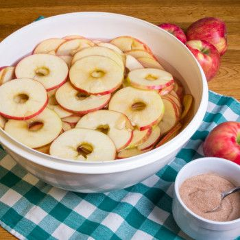 THESE cinnamon baked apples will melt in your mouth. Get the low-cal recipe