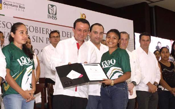 Serán afiliados al IMSS casi 7 millones de estudiantes de instituciones públicas de educación media superior y superior de México - http://plenilunia.com/novedades-medicas/seran-afiliados-al-imss-casi-7-millones-de-estudiantes-de-instituciones-publicas-de-educacion-media-superior-y-superior-de-mexico/39732/