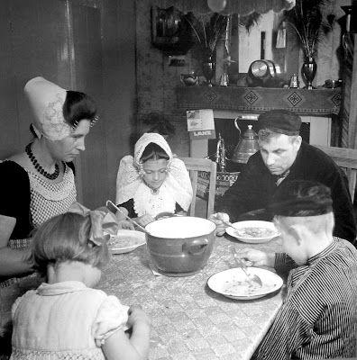 Westkapelle Zeeland, photographer Eva Besnyö 1930's. Family of Janis and Joane (Adriana) Huibregtse-Westerbeke