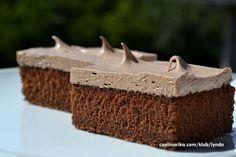 Pokud máte rádi koláče s příchutí kávy, vyzkoušejte určitě tento jednoduchý koláček s dokonalým krémem.