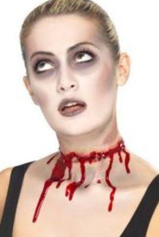 Közeledik a Halloween! Készüljön valósághű nyakvágással! https://ajandekaruhaz.eu/halloween-116/arcfestekek-sminkek-102/horror-vampir-festekek-muverek-sebekvagasok-228/veres-nyakvagas-latex-1671