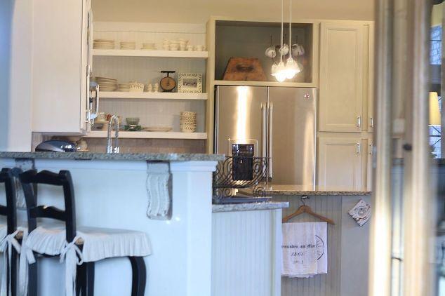 Мел нарисованные кухонные шкафы, меловой краски, двери, домашний декор, кухонные шкафы, дизайн кухни, вид нашей кухни от гостиной