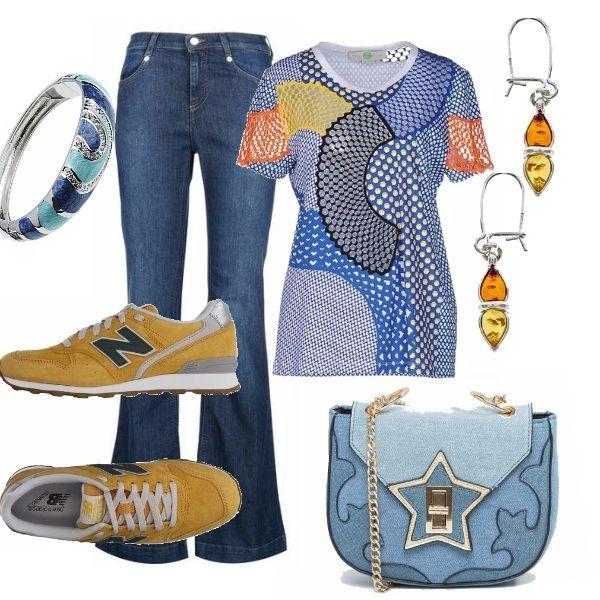 Jeans a zampa, abbinati ad una t-shirt dai colori vivaci. Sneakers bassa New Balance gialla. Tracolla in jeans con particolari dorati. Accessori coordinati.