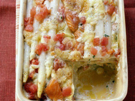 Spargelgratin mit Lachs und Tomaten |