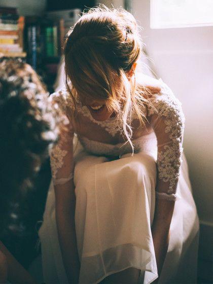 10. Strumpfband-VersteigerungDie Braut hat ein Strumpfband. Perfekt! Dann ist jetzt der Bräutigam dran. Ermuss seiner Liebsten zunächst einmal in einer erotischen Tanz-Darbietung das Strumpfband abziehen. Anschließend wird es vom Trauzeugen- ganz im Stil einer Auktion - unter den Gästen versteigert. Ihr legt dazu am Besten niedrige Preise und kleine Schritte fest, zum Beispiel könnt ihr mit 50 Centanfangen und euch dann langsam steigern. Das Geld...