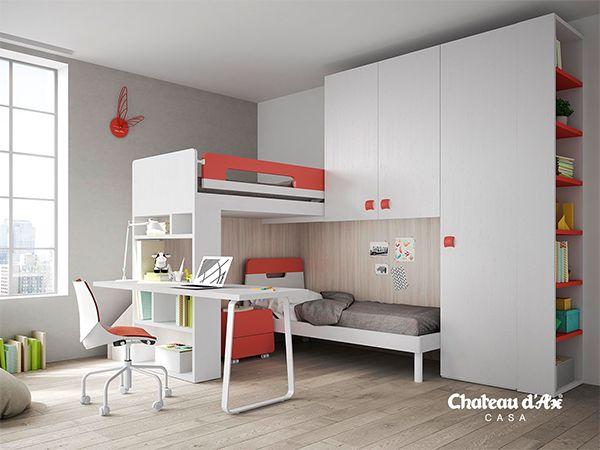 scrivania, letto e armadio in un'unica struttura