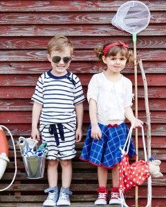 Sailor kids  Masser af fine styles med inspiration fra det maritime hjørne. T-shirt og shorts til drengene og nederdel til pigerne. Fiskene er et sikkert HIT hos de små, og kan både pynte på børneværelset og leges med. Mere praktisk er gymnastikposen, som du også finder snup ideen på.  - stof2000.dk