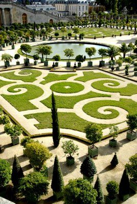 the garden at the palace of versailles in france